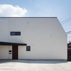 ミカンの木の育つ二世帯住宅: 設計事務所アーキプレイスが手掛けた二世帯住宅です。