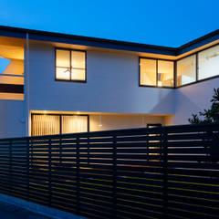 Casas multifamiliares de estilo  por 設計事務所アーキプレイス,