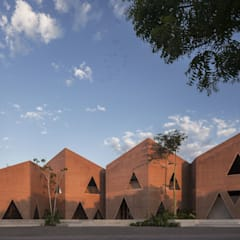 Tropical style schools by EPArquitectos Tropical Bricks