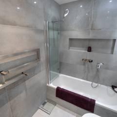 TWICKENHAM DOUBLE STOREY REAR EXTENSION:  Bathroom by The Market Design & Build