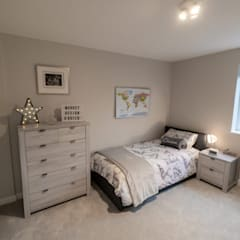 TWICKENHAM LOFT CONVERSION:  Bedroom by The Market Design & Build