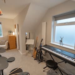 RICHMOND LOFT CONVERSION:  Study/office by The Market Design & Build