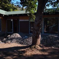 Casa Lavin Gonzalez: Jardines de estilo  por ATELIER3