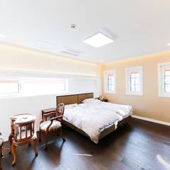 아름다운 곡선 디자인이 특징인 지중해풍 고급 주택 (전라남도 순천시): 더존하우징의  침실