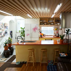 NAMU House: 건축그룹 [tam]의  주방,