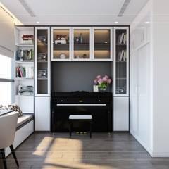 Thiết kế nội thất hiện đại tại căn hộ Landmark 4 - Khu đô thị Vinhomes Central Park:  Phòng học/Văn phòng by ICON INTERIOR