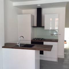 flat refurbishment london:  Small kitchens by london-refurbishment-company