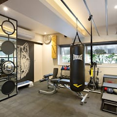 Fitnessruimte door Finelines Designers Private Limited