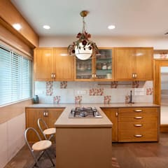 3 BHK, NARAYAN DABHOLKAR ROAD:  Kitchen by Finelines Designers Private Limited