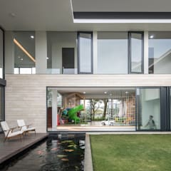XZ House :  Kolam taman by Rakta Studio