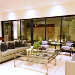 RESIDENCIA TL: Salas de estilo  por CREA arquitectos