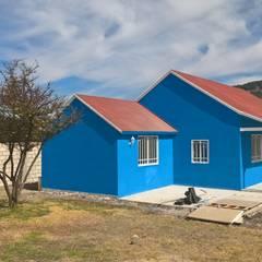 โดย Casa Prefabricada en Mexico. คันทรี่ โลหะ