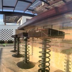 La Casa en el Aire: Salas de estilo  por cesar sierra daza Arquitecto, Rústico