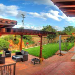 casa La Redonda: Terrazas de estilo  por cesar sierra daza Arquitecto