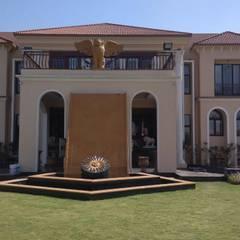 Rumah oleh Jamali interiors