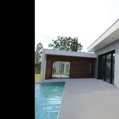 Maison contemporaine mix de matériaux - AIle parentale: Maison individuelle de style  par Atelier SCENARIO