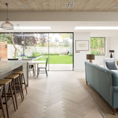 Pier House:  Living room by Shape London, Modern
