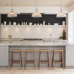 Pier House:  Kitchen units by Shape London,