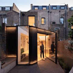 The Signal House:  Houses by Shape London, Modern