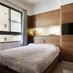 Small bedroom توسط弘悅國際室內裝修有限公司, آسیایی