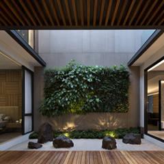 Jardines zen de estilo  por Rakta Studio