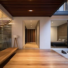 Corridor & hallway by Rakta Studio