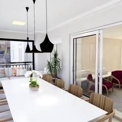 Balcón de estilo  por Liliana Zenaro Interiores
