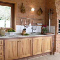مطبخ تنفيذ Liliana Zenaro Interiores