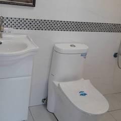 Bathroom by 茂林樓梯扶手地板工程團隊