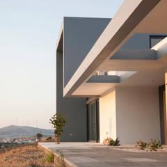 Quinta da Azenha: Casas de campo  por Margarida Silva Photography