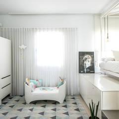 Ático Nube: Dormitorios infantiles de estilo  de 2G.arquitectos