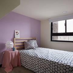 Phòng ngủ nhỏ by 弘悅國際室內裝修有限公司