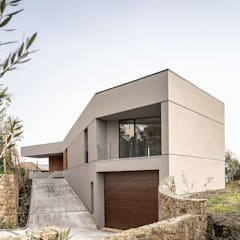 Garage Doors by PAULO MARTINS ARQ&DESIGN