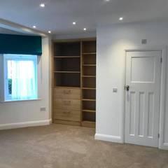 Fully Refurbishing  3 bedroom flat:  Small bedroom by HD Construction