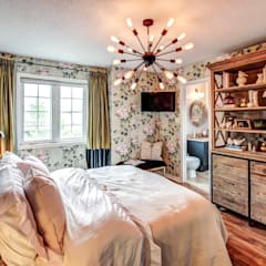 Toronto Townhouse:  Bedroom by Luxton House