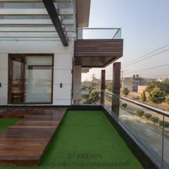 7WD Residence Modern garden by TakenIn Modern