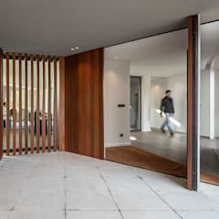 Front doors by PAULO MARTINS ARQ&DESIGN