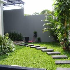 Tukang Taman Surabaya Barat - Taman Minimalis Modern:  Kolam taman by Tukang Taman Surabaya - flamboyanasri