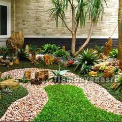 Jardines zen de estilo  por Tukang Taman Surabaya - flamboyanasri
