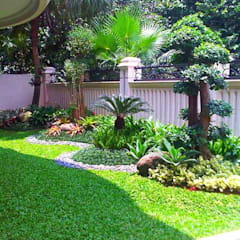 Front yard by Tukang Taman Surabaya - flamboyanasri