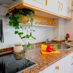 Piso Vacío en Montecerrao, Oviedo: Cocinas de estilo  de A Primera Vista