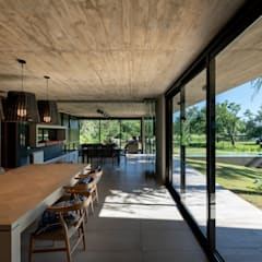 Dining room by KARLEN + CLEMENTE ARQUITECTOS, Modern کنکریٹ