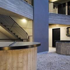 HEREDIA 1027: Casas multifamiliares de estilo  por BARRO arquitectos,Moderno