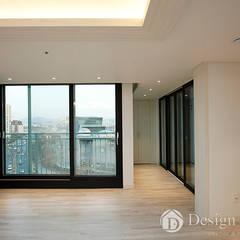 광장동 신동아 파밀리에 32py 거실: Design Daroom 디자인다룸의  발코니