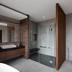 Gio House Setraduta: Kamar Mandi oleh CV Berkat Estetika,