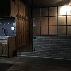 ブルックリンスタイル・マンションリノベーション: 設計工房WOODYが手掛けたリビングです。