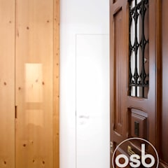 Front doors by osb arquitectos, Industrial Wood Wood effect