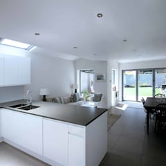Side and Rear Extension – Herne Hill:  Kitchen units by Armstrong Simmonds Architects