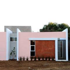 Petites maisons de style  par RIALD arquitectos