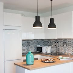 Small kitchens by Renoba · Reformas e Interiorismo